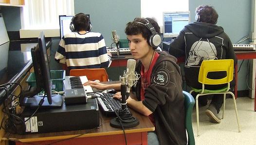 L'apprentissage à distance dans les écoles secondaires du Nouveau-Brunswick permet aux jeunes de développer une grande diversité de compétences